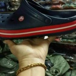 รองเท้า crocs รุ่น crocband สีกรม