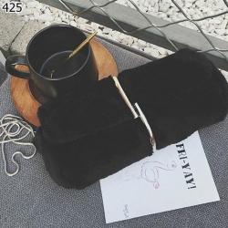 กระเป๋าแฟชั่น มินิไซส์สุดอินเทรนด์ ตกแต่งดีเทลด้วยขนมิงค์ฟรุ้งฟริ้งรอบตัวกระเป๋า