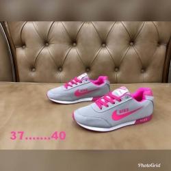 รองเท้าผ้าใบ Nike ไซส์ 36-40