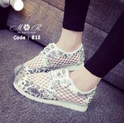 รองเท้าผ้าใบสไตล์สวยหวานน่ารักด้านข้างเป็นผ้าลูกไม้ระบายอากาศดี พื้นนิ่ม