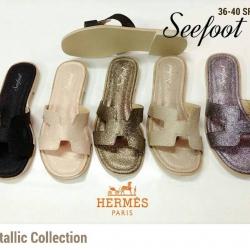 รองเท้าแตะ Hermes Paris รุ่นฮิต Metallic Collection ที่ดาราใส่กัน
