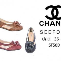 รองเท้าสไตล์ CHANEL Sandals with a CAMELLIA