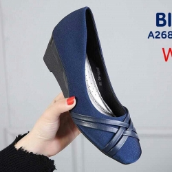 รองเท้าคัทชูส้นสูงประมาณ 2 นิ้วแต่งลายสานถักด้านหน้า