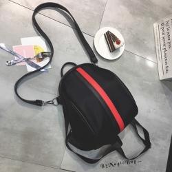 กระเป๋าเป้ งานสวยๆ ตัวกระเป๋าทำจากผ้าไนล่อนอย่างหนากันน้ำ