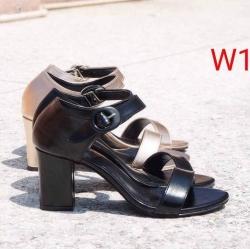 รองเท้าส้นสูงแฟชั่น