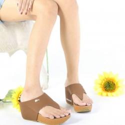 รองเท้าแฟชั่นทรงสวยแต่งโลโก้จรเข้ด้านหน้า