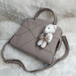 กระเป๋าหนัง FASHION หนังสวย แถมตุ๊กตาหมีฟรี ขนาด 9.5 นิ้ว