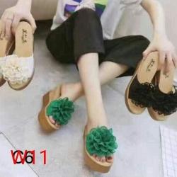 รองเท้าแตะส้นเตารีด ประดับพู่ดอกฟูด้านหน้า น่ารักมาก