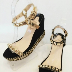 รองเท้าส้นตึกรัดข้อ แต่งหมุดทองตามสายสุดเท่ style valentino