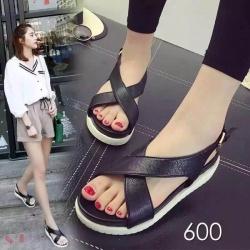 รองเท้า fashion style fitflop ทรงสวมรัดส้น ทำจากหนังนิ่ม