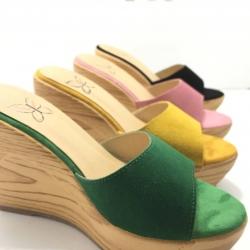 รองเท้าแตะส้นเตารีดส้นเสมอหน้าสวมวัสดุกำมะหยี่ส้นลายไม้น้ำหนักเบา