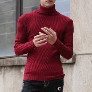 พร้อมส่ง เสื้อไหมพรมคอเต่า สีแดง ตัวเสื้อเข้ารูป ลายถักเท่ห์ ผ้าเข้ารูปยืดหยุ่นตามตัว ใส่กันหนาว เสื้อไหมพรมผู้ชาย