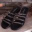 รองเท้าแตะส้นเตี้ยแต่งอะไหล่โซ่ด้านหน้า thumbnail 1