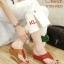 รองเท้าส้นตึกแฟชั่น แบบหูคีบแต่งโลโก้จระเข้ด้านหน้า วัสดุหนังอย่างดี สลับสี thumbnail 2
