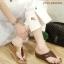 รองเท้าส้นตึกแฟชั่น แบบหูคีบแต่งโลโก้จระเข้ด้านหน้า วัสดุหนังอย่างดี สลับสี thumbnail 4