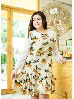 Nifty Dress ผ้ามอสเครปสีครีมลายม้า กระโปรงทรงเข้ารูป แต่งชายระบาย ซิปด้านหลัง แขนยาวสีขาวด้วยผ้าชีฟอง พร้อมซับในยืดอย่างดี