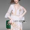 ชุดเดรสเกาหลี พร้อมส่งค็อกเทลเดรสผ้าซิลค์คอตตอนสีขาวปักลายสีทอง