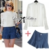 ( พร้อมส่งเสื้อผ้าเกาหลี) เซ็ตเสื้อเชิ้ตแขนยาวตกแต่งลูกไม้และกางเกงขาสั้นจับพลีต เซ็ตนี้เหมือนที่ดาราสาว Emma Roberts ใส่เป๊ะค่ะ เหมาะกับใส่เดินเล่นพักผ่อนในสไตล์ Out and about ตัวเสื้อเป็นทรงเชิ้ตแขนยาว ช่วงอกตัดต่อลูกไม้ทางยาว ช่วงแขนตกแต่งผ้าลูกไม้ เก๋