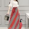 เสื้อผ้าเกาหลี พร้อมส่งZar@ White Top + Red / Gray Square Line Skirt Set