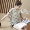 เสื้อผ้าเกาหลี พร้อมส่งเสื้อทรงคอสูงพิมลายดอกไม้ดอกเล็ก.