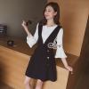 เสื้อผ้าเกาหลี พร้อมส่งSet เสื้อแขนกระดิ่งสีขาว+เอื๊ยมกระโปรงสีดำ