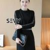 ชุดเดรสเกาหลี พร้อมส่งเดรสสั้นแขนยาว แต่งหมุดเรียงช่วงแขนเสื้อ มาพร้อมเข็มกลัดมงกุฎทอง