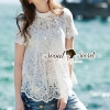 เสื้อผ้าเกาหลี พร้อมส่งChic Diamond Furnish Lace Blouse