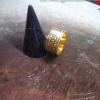 แหวนถมทอง แบบแบน หน้ากว้าง 1 cm.ลายหางหงส์ โดย เครื่องถมนคร by green