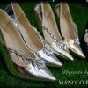 รองเท้าคัทชู Manolo Blahnik Nadira pump with Cystal รองเท้าคัทชูทรงหัวแหลม แบบมาใหม่ งาน