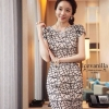 ( พร้อมส่งเสื้อผ้าเกาหลี) เดรสแฟชั่นเกาหลี เกรดพรีเมียม ดีเทลแต่งลายเส้น บนตัวเนื้อผ้า ลวดลายดูสวยงาม เนื้อผ้าเป็นแบบนิ่ม มี texture ในตัวเนื้อผ้า ทรงสวย มีซับใน แต่งซิป พร้อม pattern/cutting สวยเนี้ยบ