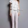 เสื้อผ้าเกาหลี พร้อมส่งOne Shoulder Sleeve White Pants Set