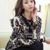 ( พร้อมส่งเสื้อผ้าเกาหลี) เสื้อคลุมเนื้อผ้าไหมพรมเนื้อสวยมากๆ สวยดูหรูด้วยงานทอเป็นลายสไตล์ Retro ลายทอเป็นลายนูนนะคะ ดูสวยมากคะ เก๋ๆ ด้วยทรง Jacket อินเทรนด์ Autumn Winter