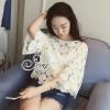 เสื้อผ้าเกาหลี พร้อมส่งเสื้อทอผ้าลูกไม้ลายดอก Daisy มีเกษรสีเหลืองนวล