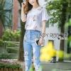 เสื้อผ้าเกาหลีพร้อมส่ง เซ็ตเสื้อยืดสีขาวและกางเกงยีนส์ขายาวปักดอกไม้