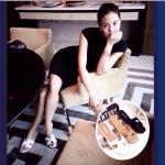 รองเท้าแตะ HERMES 2013 ที่เหล่าดาราคนดังใส่กัน ตัวสวมดีไซน์เป็นรูปตัว H เก๋มากๆๆ