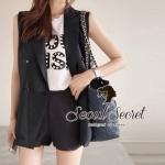 ( พร้อมส่งเสื้อผ้าเกาหลี) เสื้อสูทแขนกุดเนื้อผ้าคอตตอน เนื้อสวยดูแพง เนื้อเกรด Premium Quality นะคะ เนื้อผ้าขึ้นทรงสวย เก๋ Smartๆ ด้วยทรงสูทแขนกุด อินเทรนด์แบบ Autumn Winter