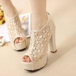 รองเท้าหุ้มข้อ ลายลูกไม้สีขาว หนังนิ่ม ทรงสวย