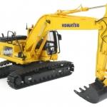โมเดลรถก่อสร้าง Komatsu HB215LC Hybrid Tracked Excavator 1:50 by Universal Hobbies