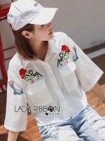 เสื้อผ้าเกาหลี พร้อมส่งเชิ้ตแขนกว้างสีขาวปักลายดอกกุหลาบ