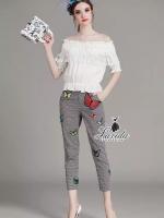เสื้อผ้าเกาหลี พร้อมส่ง butterfly embroidered patch cultivating wild plaid pants