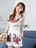 เสื้อผ้าเกาหลี พร้อมส่งเพลย์สูทขาสั้นผ้าลูกไม้ปักดอกกุหลาบสีแดง3D