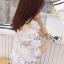 เสื้อผ้าเกาหลี พร้อมส่งเสื้อผ้าลูกไม้สีขาวทรงคร็อปสั้น thumbnail 5
