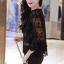 เสื้อผ้าเกาหลี พร้อมส่งเสื้อลูกไม้สีดำแขนยาวประมาณข้อศอก thumbnail 4