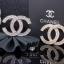 พร้อมส่ง Chanel Brooch สไตล์ Logo ตัว C ดีไซด์เก๋ไก๋ เพชร 2 ชั้น thumbnail 1