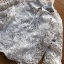 เสื้อผ้าเกาหลี พร้อมส่งเสื้อลูกไม้สไตล์โมเดิร์นวินเทจ คอประดับโบ thumbnail 15
