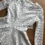 เสื้อผ้าเกาหลี พร้อมส่งเสื้อผ้าลูกไม้สีขาวทรงคอสูงแขนยาวตกแต่งระบาย thumbnail 15