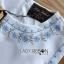 เสื้อผ้าเกาหลี พร้อมส่งเซ็ตเสื้อแขนกุดและกางเกงขาสั้นสีขาวปักตกแต่งลายสีฟ้า thumbnail 11