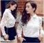 เสื้อผ้าเกาหลี พร้อมส่งเชิ้ตขาวตกแต่งผ้าตาข่ายและผ้าปักลายดอกไม้ thumbnail 4