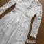 ชุดเดรสเกาหลี พร้อมส่งเดรสยาวผ้าลูกไม้และเครปจับพลีตสีขา thumbnail 13