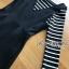 เสื้อผ้าเกาหลี พร้อมส่งเซ็ตเอี๊ยมเดรสสั้นสีดำทับเสื้อไหมพรมเนื้อบางยืดได้ลายขวาง thumbnail 10